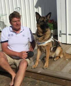 Pelle med sin nya ledarhund Tita.