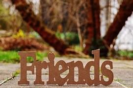 Skylt med ordet Friends