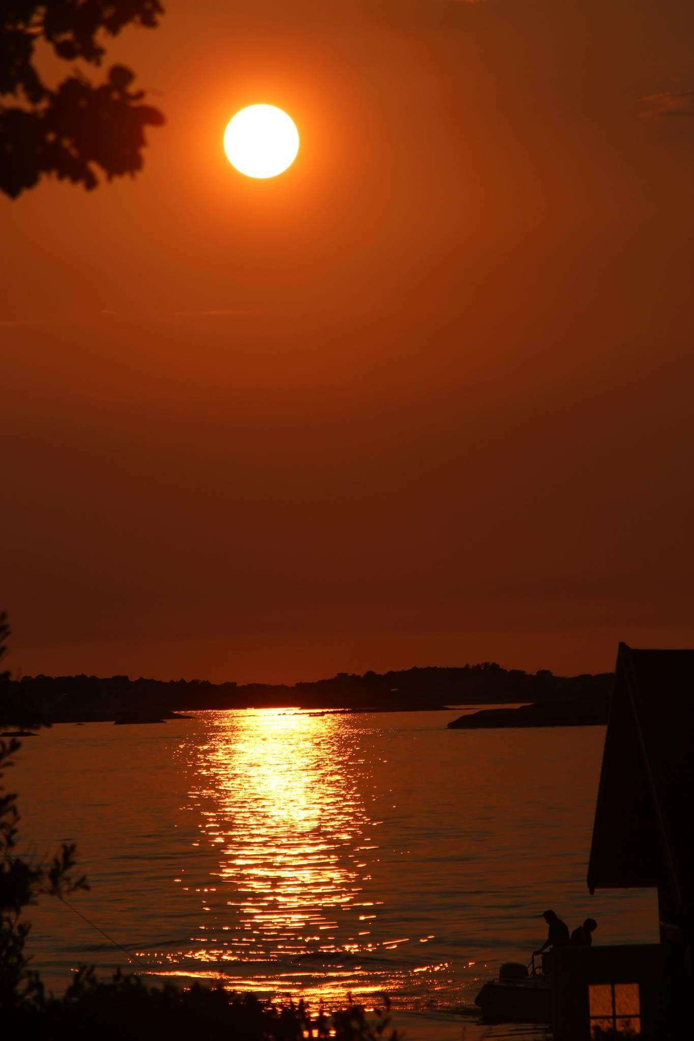 Röd solnedgång vid Lilla Amundön!