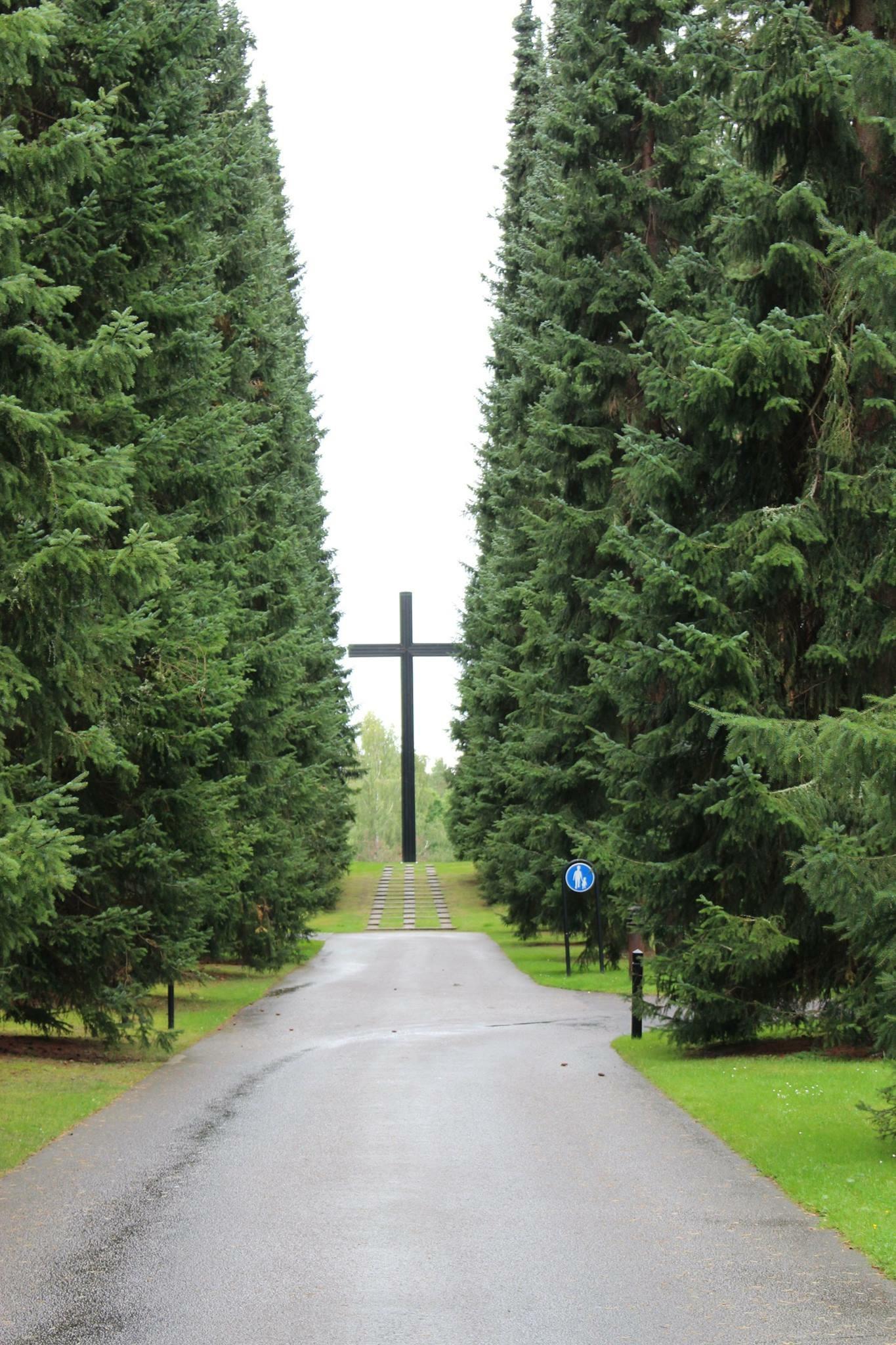 Stort kors på Skogskyrkogården i Jönköping